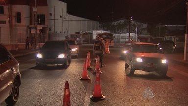Mais de 1300 motoristas foram autuados em 2014 em operações da Lei Seca - Mais de mil e trezentos motoristas foram autuados este ano pela operação Lei Seca. Mais de duzentos veículos foram recolhidos pelo Detran.
