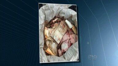 Suspeitos de participar de explosão de caixa eletrônico morrem em tiroteio com polícia - Crime ocorreu em Itapirapuã. Outros cinco suspeitos estão presos na Deic.