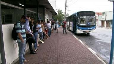 Auditoria mostra que empresas de ônibus embolsam R$ 370 mi com viagens não feitas - A auditoria constatou que a frota de ônibus está velha, além das viagens estarem lotadas e demoradas. Uma a cada dez viagens programadas não é feita pelas empresas. As firmas embolsaram irregularmente mais de R$ 375 milhões em um ano.