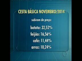 Novembro fecha com alta de 4,18% na cesta básica em Londrina - Dos 13 produtos pesquisados, 8 tiveram aumento de preço. A batata e o feijão registraram as maiores altas.
