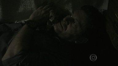 Josué deixa um objeto cair no quarto de Cora - Elivaldo e Cristina ouvem o barulho