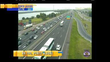 Trânsito: movimento fica carregado na BR-290 na manhã de sexta-feira (14) - Confira o giro pelas câmeras na Região Metropolitana.