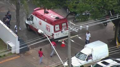 Ambulância provoca acidente no centro de Londrina - Uma equipe do SAMU foi chamada, mas demorou quarenta minutos para chegar ao local.