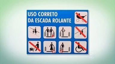 Veja os cuidados necessários para prevenir acidentes nas escadas rolantes - Carrinhos de bebê e cadeiras de rodas não devem descer pela escada rolante. Também é preciso tomar cuidado com saias e vestidos longos.