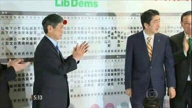 Partido conservador vence eleições no Japão - O partido do atual Primeiro-ministro Shinzo Abe deve ficar com dois terços das cadeiras do parlamento.