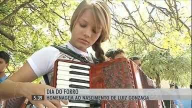 Luiz Gonzaga desperta paixão pela música em moradores de Exu (PE) - O Dia do Forró foi comemorado no sábado (13), em homenagem ao rei do baião.