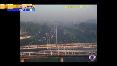 Trânsito: movimento na BR-290 é mais intenso em direção à capital - São esperados 27 mil veículos da Região Metropolitana ao Litoral.
