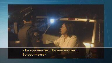 Mulher embriagada causa acidente com seis veículos na Aclimação, em São Paulo, SP - Polícia encontrou garrafa de vodka no carro da motorista.