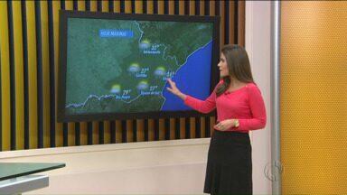 Confira a previsão do tempo para Curitiba e região - Previsão é de sol entre nuvens e durante o dia algumas pancadas de chuva, a tarde e a noite. São chuvas isoladas.