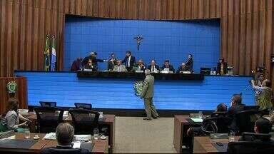 Deputados estaduais aprovam orçamento para o ano de 2015 - Na última sessão do ano 35 projetos foram analisados, 29 foram aprovados e seis retirados da pauta por falta de acordo