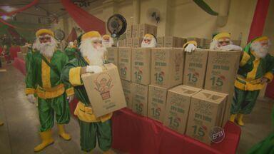 Papais Noeis anônimos antecipam Natal de crianças e adultos em Itapira - Ação é voluntária e deu presentes para os moradores do município.