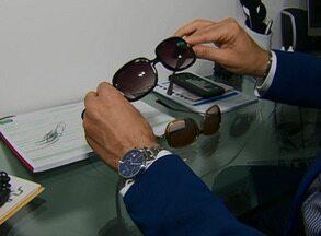 Uso contínuo de óculos 'piratas' pode prejudicar a saúde, alerta oftalmologista - Quem compra produtos como este contribui para o crime, segundo delegado.