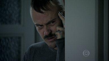 Salvador decide fugir de Orville - Ele ouve o malandro vender seus quadros e fica transtornado