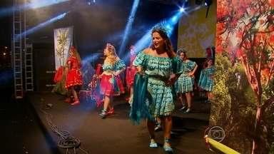 Famílias aproveitam noite do domingo para curtir a programaçãode Natal do Recife - Entre as atrações, pastoris, músicas de natalinas, frevo e forró.