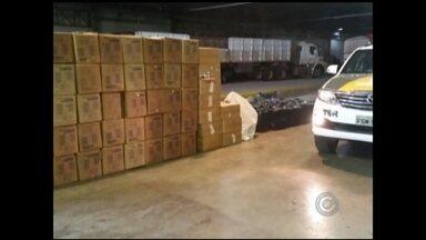Polícia apreende maços de cigarros em caminhão carregado com milho - Um caminhão carregado com 72.500 mil maços de cigarros contrabandeados foi apreendido na Rodovia Feliciano Sales Cunha, em Nhandeara (SP) neste domingo (21). Os cigarros estavam disfarçados em meio a uma carga de milho.