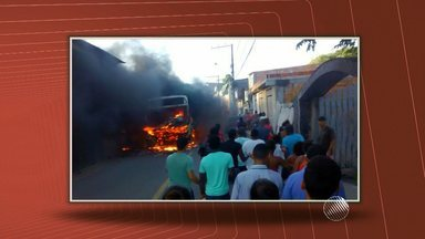 Ônibus deixam de circular após coletivos serem queimados em Valéria e Pernambués - Violência ocorreu no sábado (20), segundo a polícia, em represália à morte de um traficante.