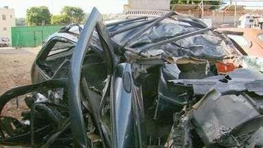 Cinco pessoas da mesma família morrem em acidente em Perdões, MG - O carro em que as vítimas estavam bateu de frente com um caminhão.