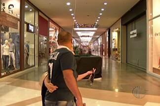 Comércios do Alto Tietê têm bastante movimento na véspera de natal - Muitas lojas já estavam para fechar e ainda tinha gente tentando garantir os presentes que faltavam.