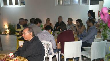 Campinenses celebram véspera de Natal com famílias em Campina Grande - Muitos moradores ficaram em casa, mas alguns preferiram ir a restaurantes da cidade