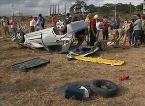 Jovem fica gravemente ferido após capotamento em Caruaru - Ele dirigia um veículo de passeio quando perdeu o controle, de acordo com a Polícia Rodoviária Federal.