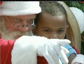"""Papai Noel em Campos, RJ, é exemplo de amor e esperança - O """"bom velhinho"""" escuta as necessidades das crianças e dá conselhos."""