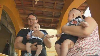 EPTV acompanha primeiro Natal de gêmeos em Muzambinho - EPTV acompanha primeiro Natal de gêmeos em Muzambinho