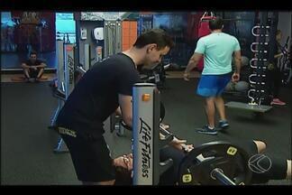 Academias e parques em Uberlândia recebem atletas para queimar excessos da ceia - O movimento foi pouco, porém algumas pessoas aproveitaram o sábado para colocar a forma física em dia.