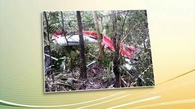 Helicóptero cai e mata cinco pessoas no litoral de São Paulo - No fim da manhã deste sábado (27), um helicóptero caiu perto da rodovia Rio-Santos, no litoral norte de SP. Dos cinco mortos, quatro eram da mesma família.