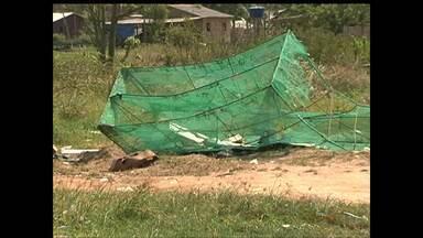Moradores reclamam de lixo jogado próximo a Feira do Uruará - Segundo eles, o lixo é jogado por outros moradores que residem perto da área.