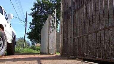 Família é rendida por ladrões armados em Campo Grande - O crime aconteceu na tarde desta sexta-feira (26). As quatro vítimas foram ameaçadas e amarradas