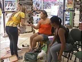 Muita gente em Fabriciano foi às lojas para trocar os presentes de Natal - Comerciantes aproveitam para venderm outros produtos