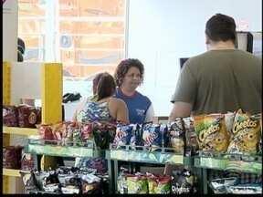 Lojas de conveniência registram aumento de vendas - Disponibilidade de horário e produtos auxilia no lucro.