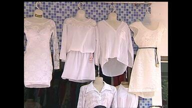 Após Natal, movimentação comércio de Santarém segue intensa - Consumidores buscam roupas e acessórios brancos para o réveillon.