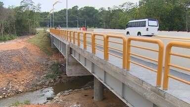 Ponte é inaugurada na Ponta Negra, na Zona Oeste de Manaus - Estrutura tem 700m² de calçada, 55 metros de extensão e 15 de largura.Segundo prefeito Artur Neto, local deverá abrigar ciclofaixa.