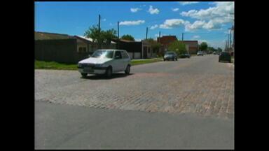 Excesso de velocidade é uma das principais causas de acidentes em Rio Grande, RS - Veículos passam em alta velocidade na área urbana da cidade.