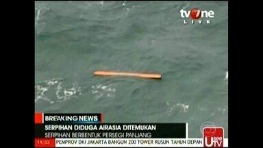 Corpos e destroços de avião desaparecido na Ásia são localizados - O ponto onde os destroços foram localizados fica na rota que o voo 8051 seguia, de Surabaya para Cingapura, no estreito de Karimata, que separa as ilhas de Bornéu e Belitung. Pelo menos, 40 corpos foram encontrados.