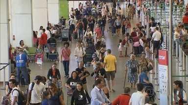 Aeroportos do Brasil devem receber 20 milhões de passageiros em dezembro - Os terminais mais movimentados são os de Guarulhos, em São Paulo, do Galeão, no Rio de Janeiro, e do Juscelino Kubitschek, em Brasília. De acordo com a Secretaria de Aviação Civil, o dia mais cheio deve ser a sexta-feira (2).