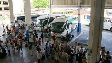 Milhares de pessoas deixam o Rio para festas de Réveillon - O movimento segue intenso na Rodoviária Novo Rio. Milhares de pessoas chegam para passar o Ano Novo e muitas estão viajando para fora da cidade.