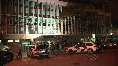Soldado da Polícia Militar é baleado em tentativa de assalto, no ES - Policial estava à paisana e foi abordado por dois suspeitos, que fugiram. Vítima está internada em um hospital particular do município.
