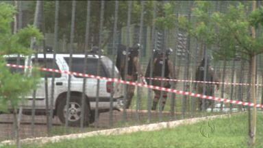 Rebelião dos presos da casa de custódia de Maringá continua - O secretário de segurança Fernando Franceschini está no local e acompanha as negociações.