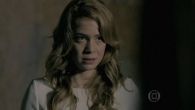 Cristina conta sobre a ameaça de Maria Marta - Isis confirma que a esposa do Comendador está desconfiada