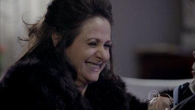 Magnólia e Severo decidem comemorar os 25 anos de casamento - Ela tem a ideia de pedir a ajuda de Érika