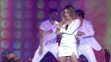 """Claudia Leitte transforma palco em trio elétrico com """"Matimba"""" - Cantora contagiou o público"""