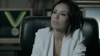 Clara confronta Cristina - A sobrinha de Cora acerta com Patrício de fazer a nova coleção da joalheria Império