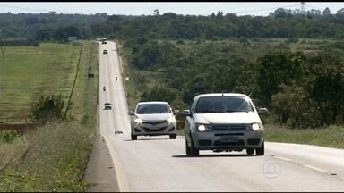 Em 4 dias, 3 mil veículos são multados por excesso de velocidade em GO - Mesmo com o movimento intenso em todas as estradas do Brasil, muitos motoristas insistem na imprudência. A Polícia Rodoviária Federal intensificou a fiscalização e flagrou muitas irregularidades.