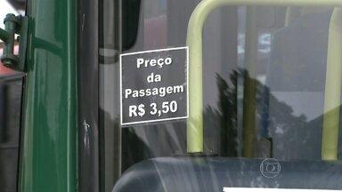 Tarifa de ônibus, trens e Metrô sobe para R$ 3,50 nesta terça em SP - As passagens de ônibus, trens e Metrô de São Paulo estão mais caras a partir desta terça-feira (6). A tarifa passou de R$ 3 para R$ 3,50. O valor vale para os ônibus da capital paulista, além do Metrô e da CPTM, que atendem a região metropolitana. O valor da integração também subiu de R$ 4,65 para R$ 5,45.