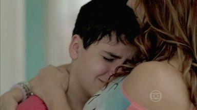 Luciano diz para Naná que não quer ser adotado por outra família - O menino lamenta não ter passado as festas de fim de ano com Xana e a manicure
