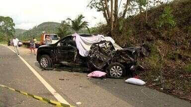 Criança morre e três pessoas ficam feridas em acidente na BR-262, no ES - Polícia Rodoviária Federal não informou como o acidente aconteceu.Trânsito fluía com dificuldade, até as 16h30.