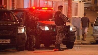 Policiamento é reforçado no Morro do São Carlos - O ataque aconteceu na tarde desta terça-feira (6), na Favela de São Carlos. Uma patrulha da UPP foi atacada. Um PM e um homem suspeito morreram.