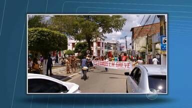 Funcionários de dois hospitais fazem greve no Recôncavo Baiano - São 100 trabalhadores em greve em Santo Amaro.